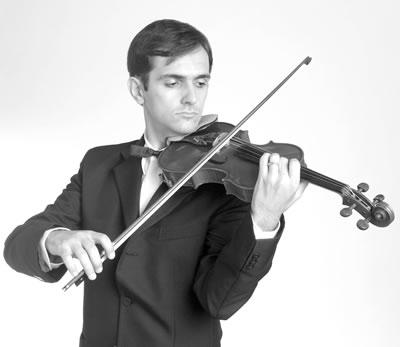 小提琴持琴姿势