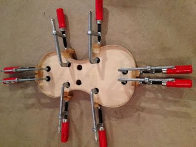 小提琴侧板的安装