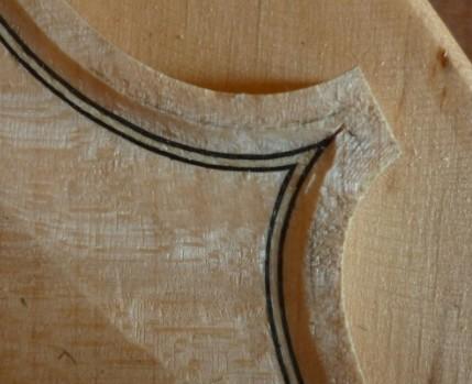 琴板的边缘修整