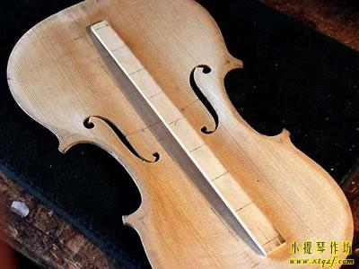 小提琴低音樑木材
