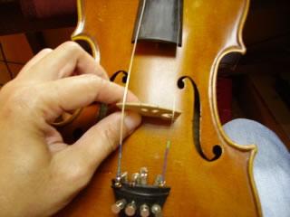 先安装1弦和4弦