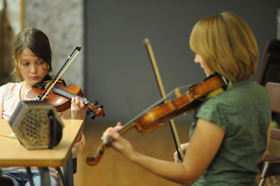 练习小提琴曲目时使用的各种弓法