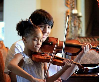 小提琴教师对指法和弓法的教学意见