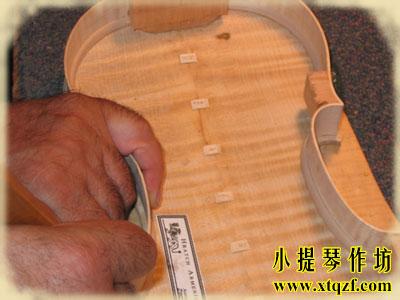 小提琴背板修复后的样子