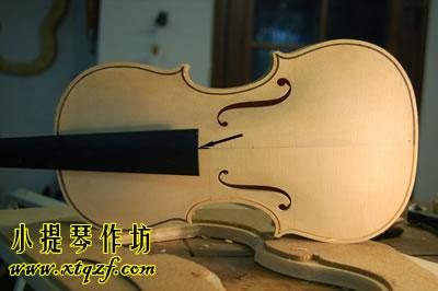 小提琴指板到面板的距离高度
