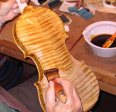 提琴油漆的主要作用