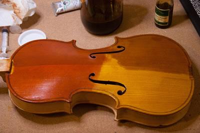 提琴刷漆前的准备工作