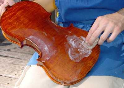 提琴油漆的抛光方法