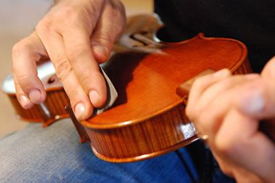 提琴油漆漆层的磨光方法