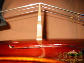 大提琴琴码紧贴面板