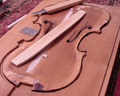 提琴低音梁的拆卸更换方法