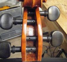 如何把琴弦正确系挂缠绕到小提琴弦轴上