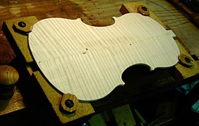 提琴背板对音色的影响探讨