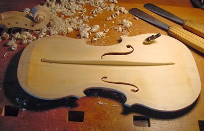 小提琴低音梁形制的发展历史