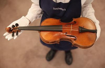苏富比拍卖的提琴
