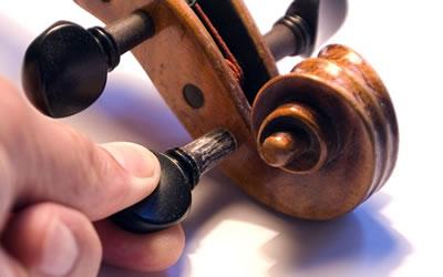 提琴弦轴拧不动太紧或太松滑跑弦解决方法