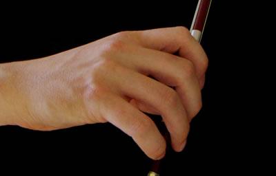 三种小提琴持弓的方法图解