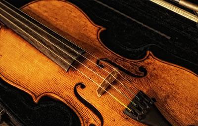 小提琴的音色和音量的总称是音质
