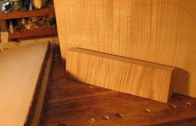 提琴木材共振特征