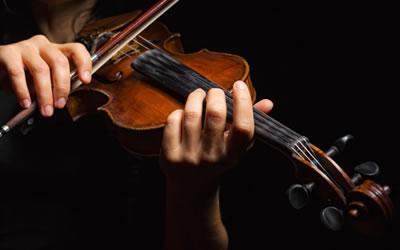 小提琴左手按弦练习方法