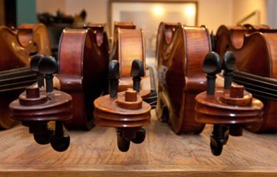 根据不同的木材特点制作优良的提琴