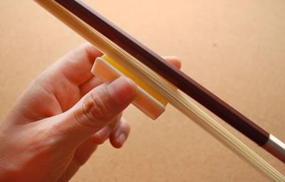 小提琴弓擦上松香方法-视频