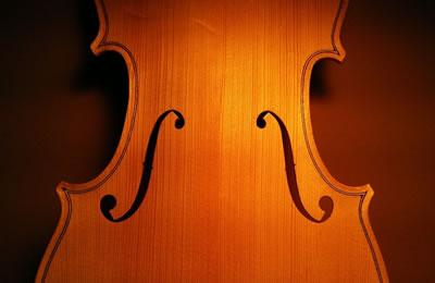 小提琴音孔(F孔)的声学品质