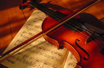 浅析小提琴断音弓法技巧之弓不离弦的『顿弓』