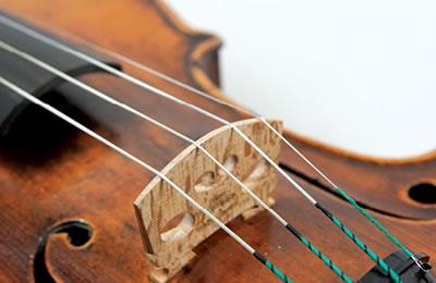 琴弦是小提琴发音的声源
