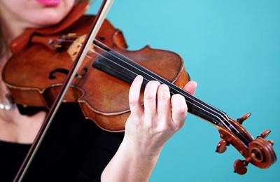 小提琴拉琴姿势