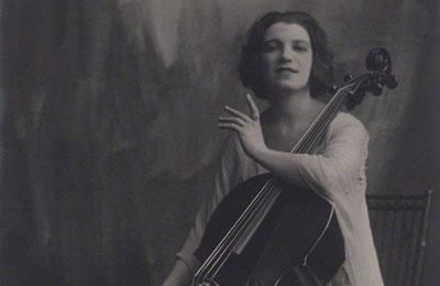 古尔赫米娜·苏吉娅